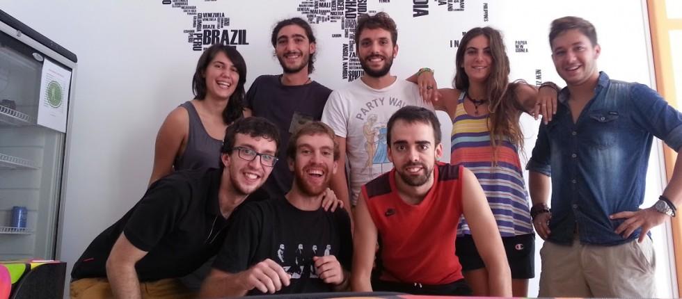 Tarragona hostel nace de la ilusión de tres amigos viajeros con ganas de ofrecer un tipo de alojamiento inexistente en Tarragona.